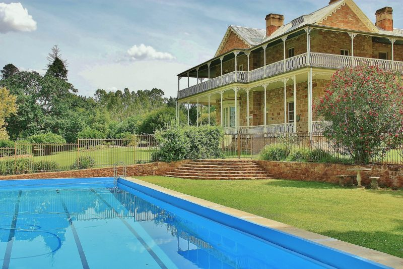 There is a swimming pool in the Homestead Gardens which guests are welcome to use in Summer