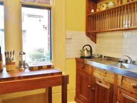 Garden & Loft fully equipped kitchen