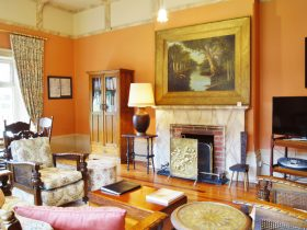 spacious dining & lounge