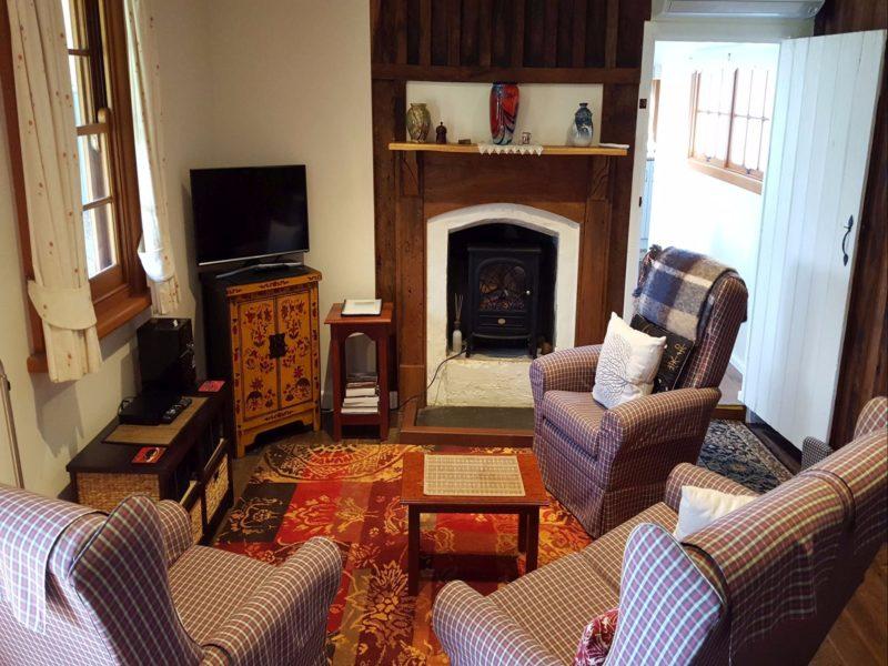Cameron's Cottage Lounge