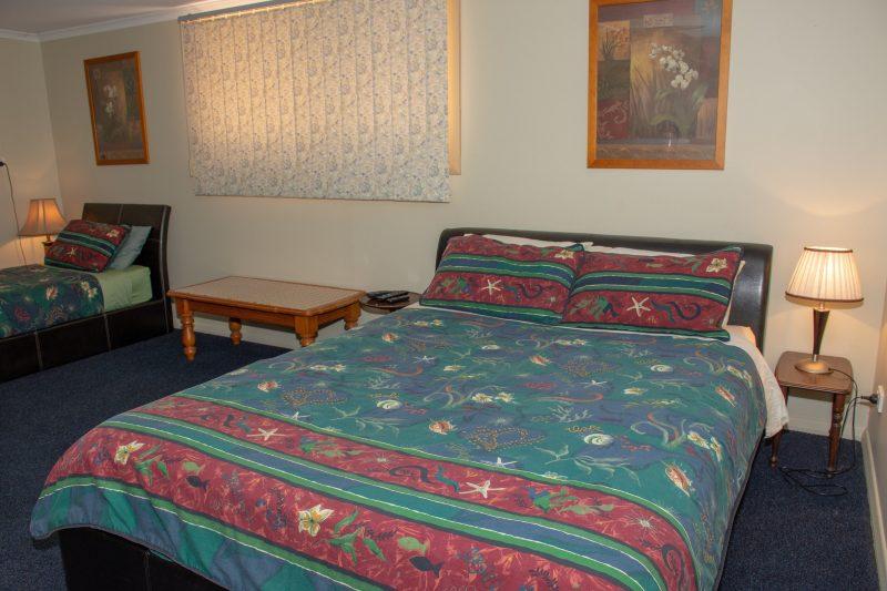 Accommodation in Kimba - Chrissies Dongara Bedroom 1