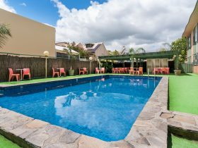 Comfort Inn Regal Park - Outdoor Pool