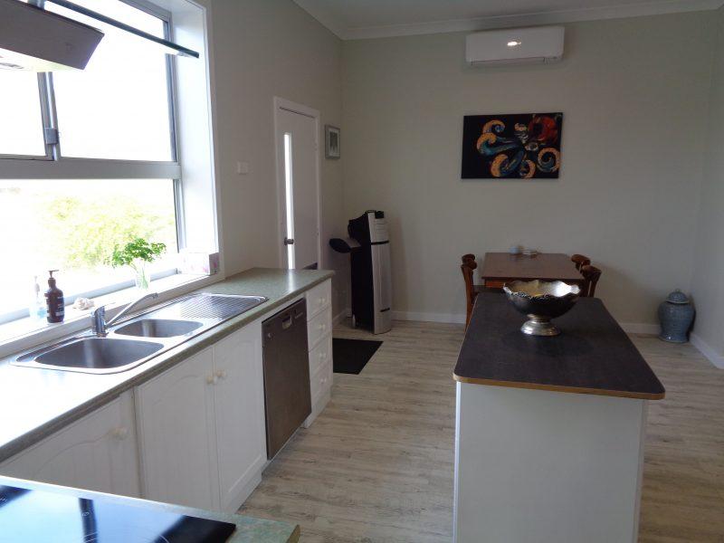 Kitchen -dishwasher