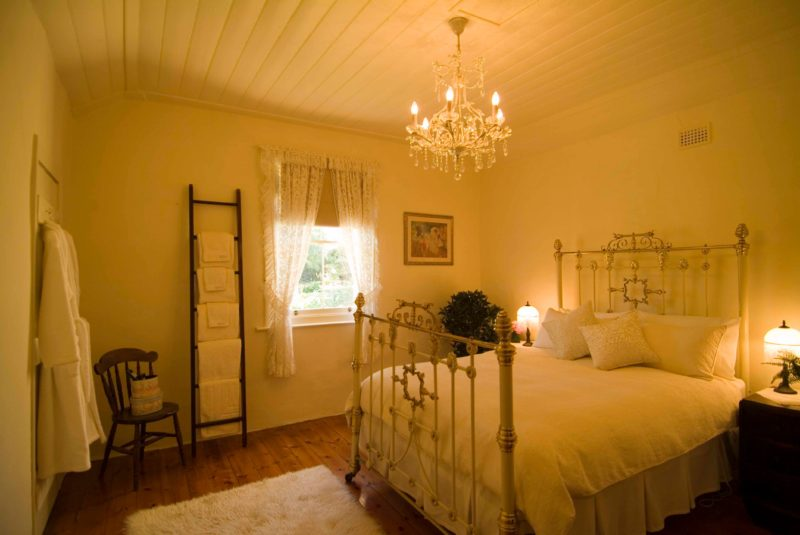 Evelyn Homestead cream room with queen sized brass beds