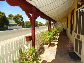 Fairynuff Cottage - 65 Ryan Street - MOONTA SA 5558