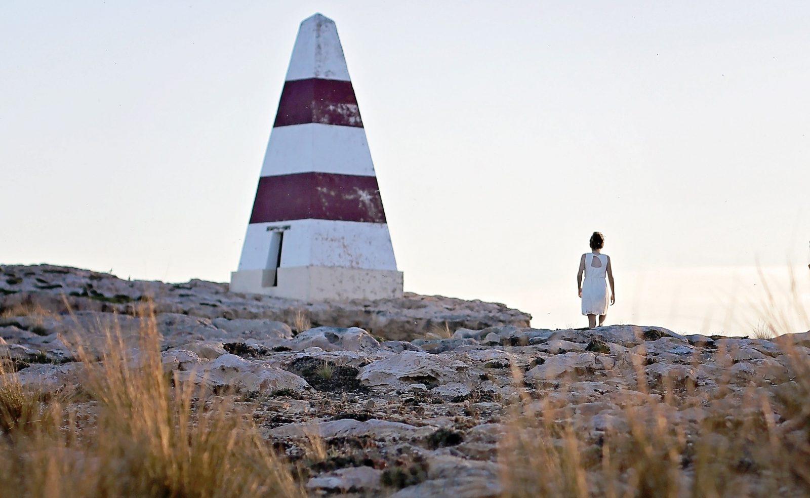 Robe Obelisk