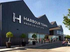 Harbour Town Premium Outlets central entrance