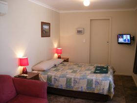 Ensuite cabin, open plan complete with fully made up queen bed, kitchen and air conditioning.