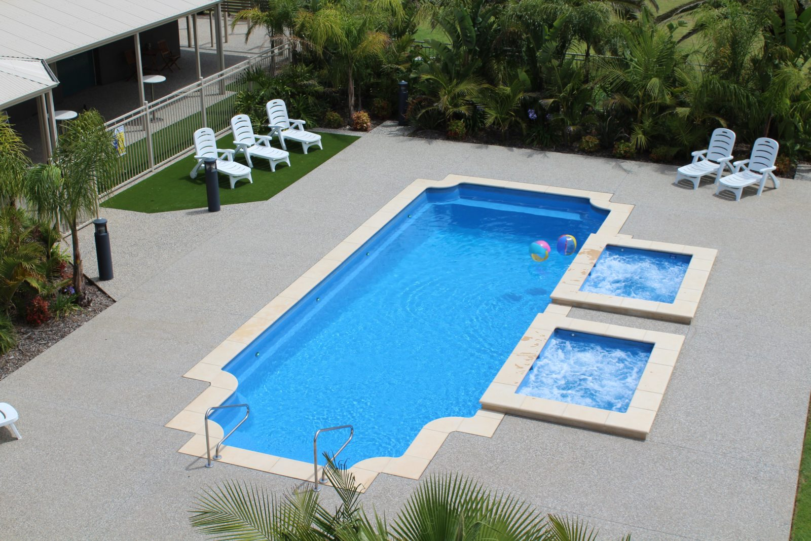 Swimming Pool with two spa pools