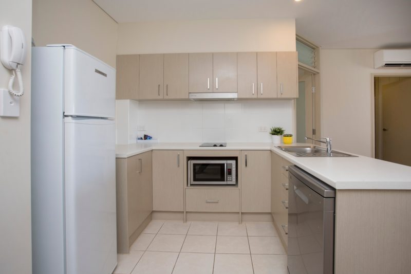 Hume Serviced Apartments - Kitchen