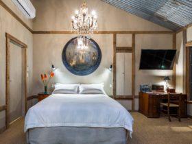 King living at AL RU Farm International Suite