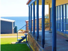 Island View Holiday Apartments at Port Victoria on the Yorke Peninsula in peaceful seaside location