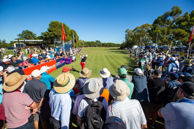 Crowds at the first tee