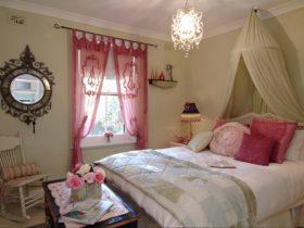 Jasmine's bedroom