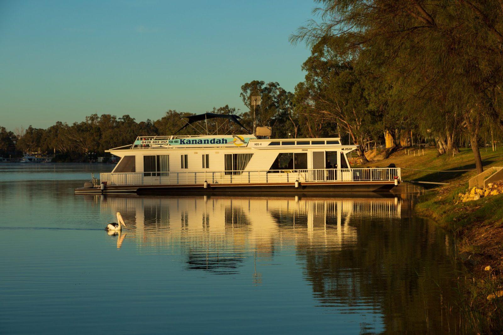 Kanandah houseboat