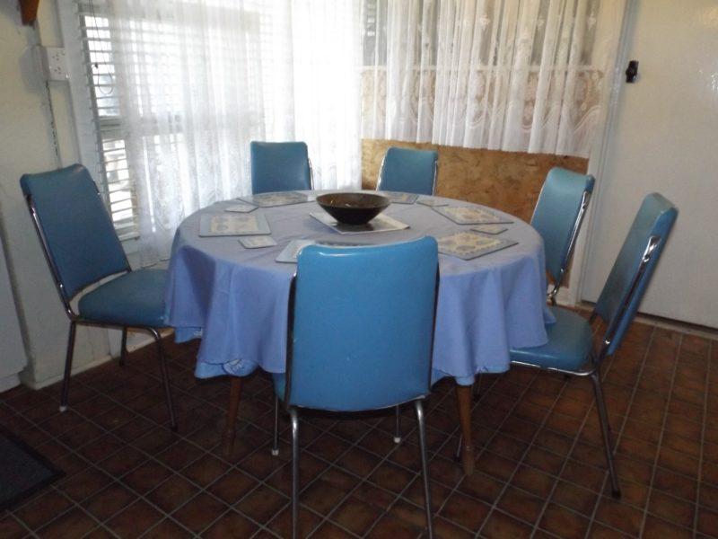 Kirazz Cottage dining seats 6