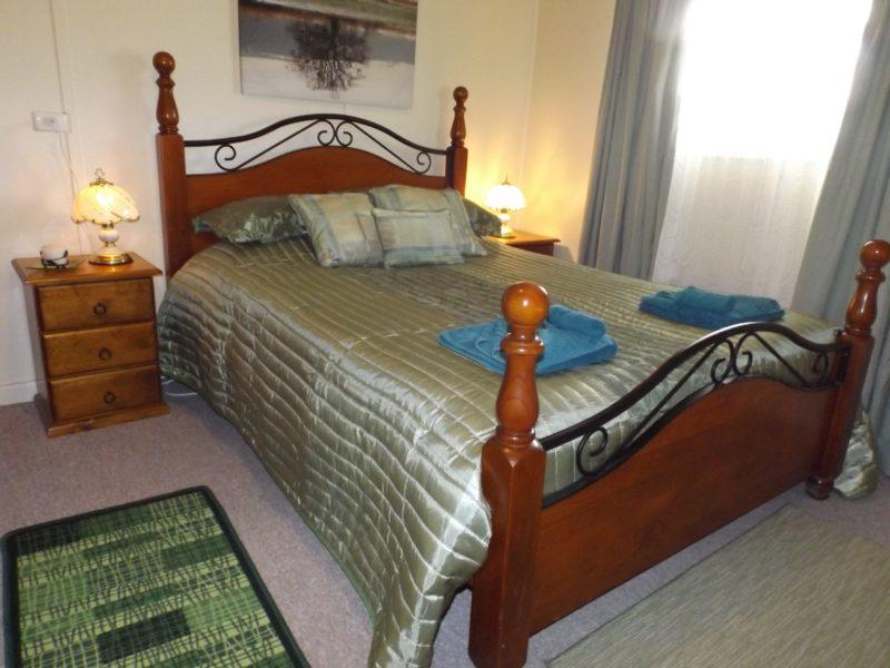Kirazz House, bedroom 2, queen bed