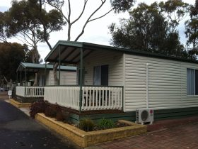 Coorong Cabin Accommodation