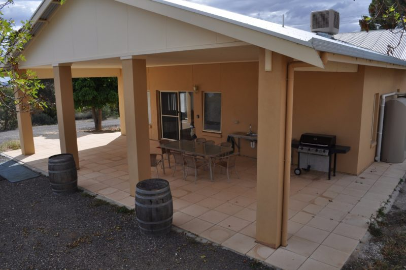 An outdoor kitchen & dining area caters for up to 8 guests.
