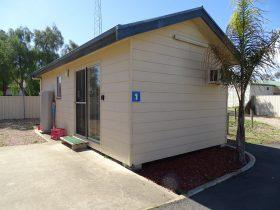 Moonta Bay Cabins - Cabin 1 - 42 Coast Road MOONTA BAY SA 5558