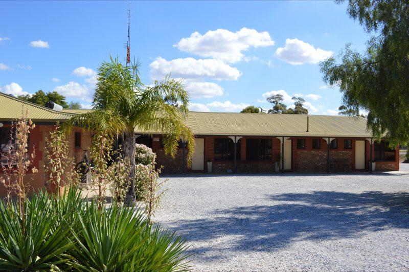 Morgan Colonial Motel