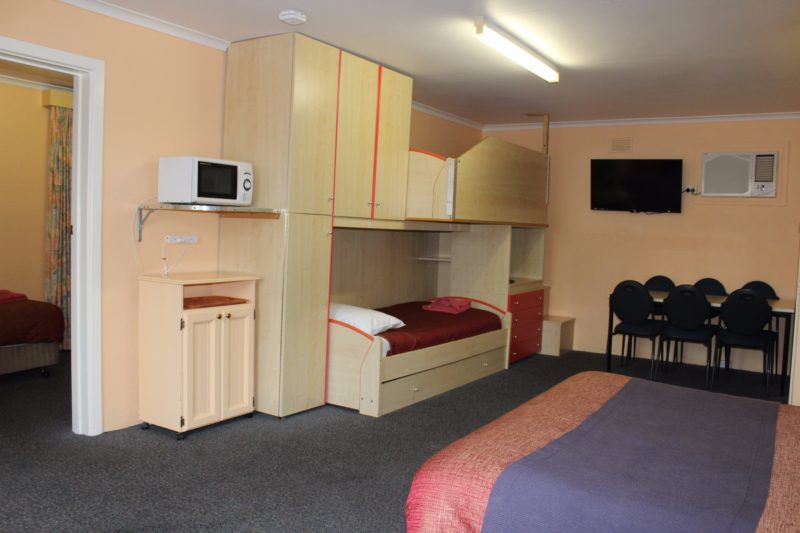 Up to 6 people, spacious, ground level, parking right outside your door