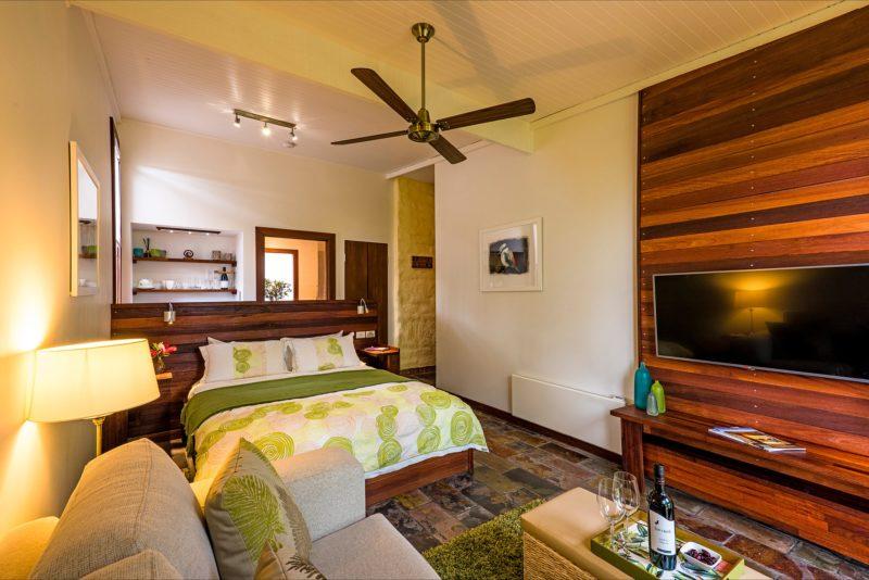 Garden Retreat Suite with garden and vineyard views