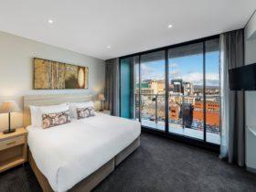 Oaks-Horizons-Bedroom