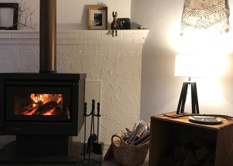 Cosy lounge room, wood fire, wood provided.