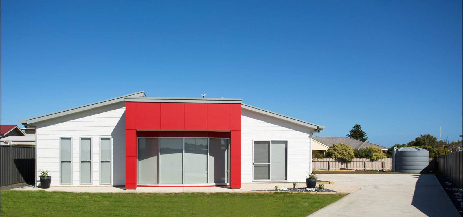Front of Red Fin, fully enclosed back yard and long drive way