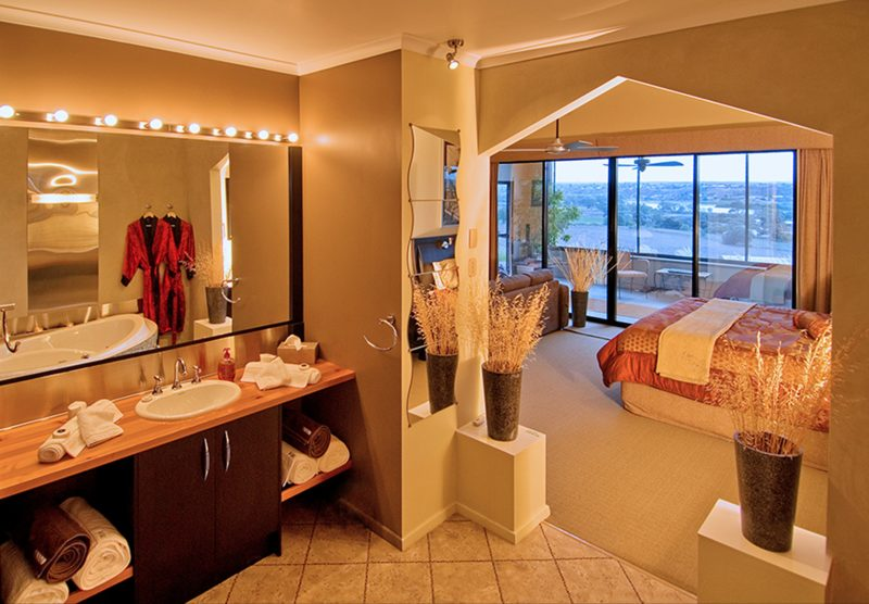 Studio Bathroom with spa