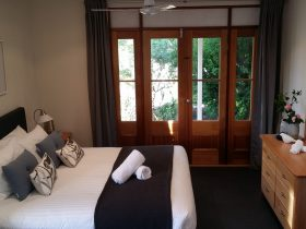 Villa bedroom 1 - spacious bedroom with additional single bed ante-room