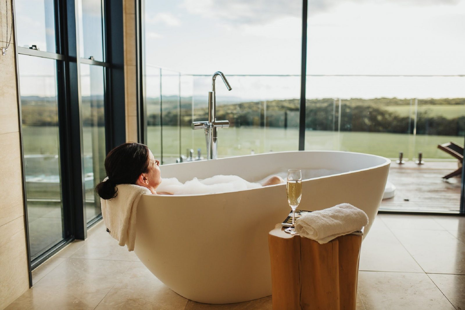 Lay back and relax in our big bath and watch kanagroos graze out the front