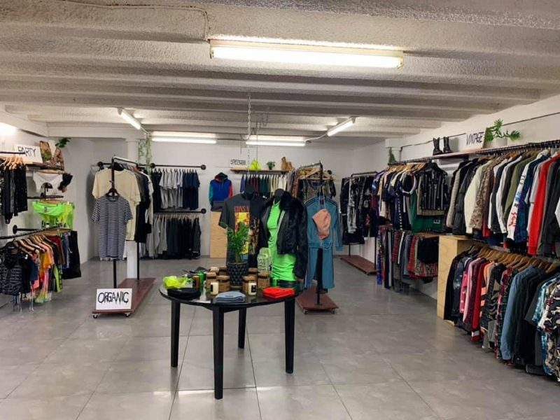 vintage and second hand streetwear fashion
