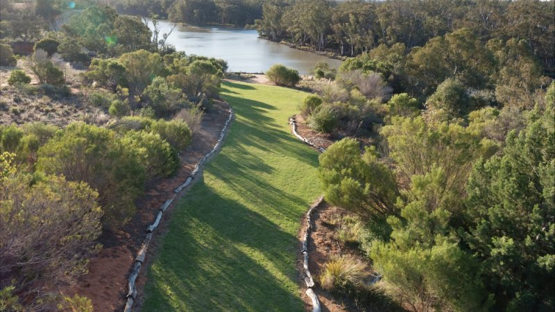 View of lawn leading to the edge of the cliffs overlooking the Murray River