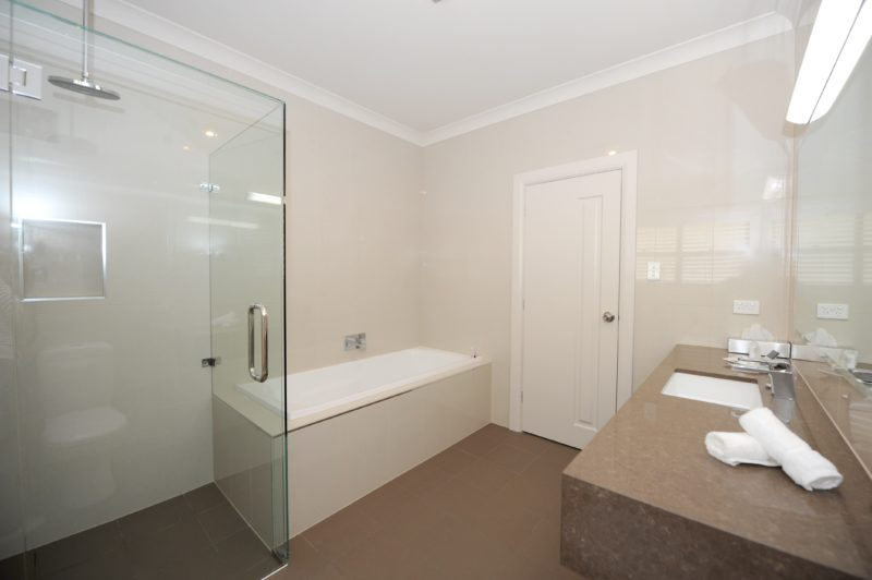 Premier King Suite Bathroom