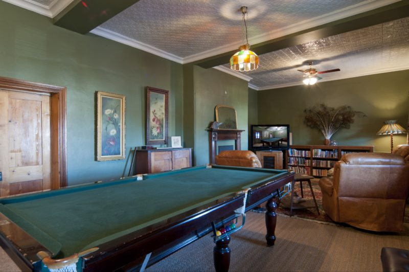 Games room with pool table