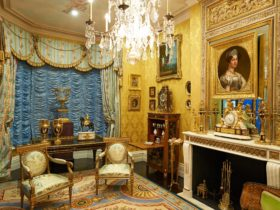 Opulent splendour of David Roche's bedroom