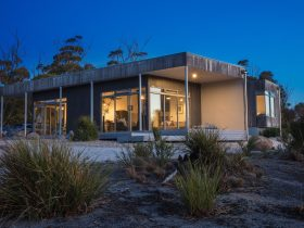 Aplite House, Self Catering Luxury Eco Accommodation, Friendly Beaches, Coles Bay, Tasmania