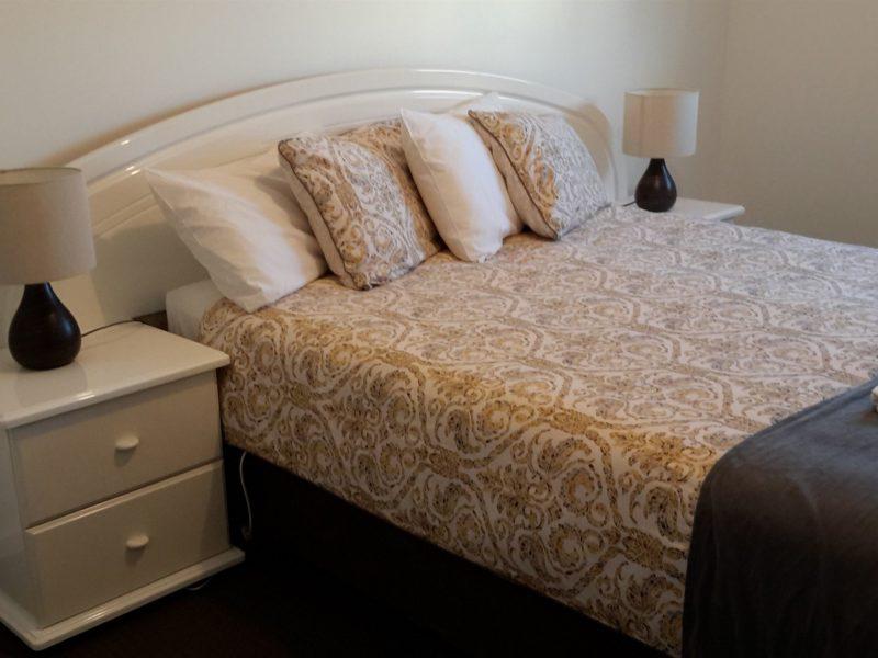 New Two Bedroom Deluxe Waterfront Cabin ~ Queen Bed