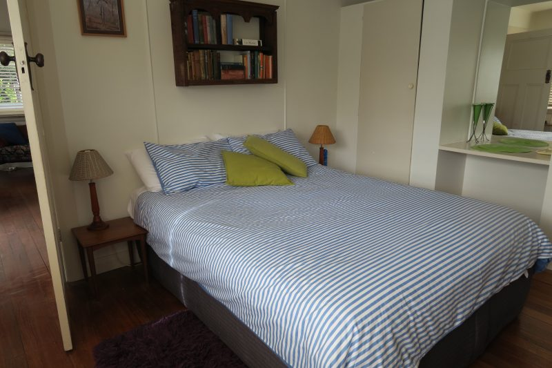 Binalong Bay Beach Shack - Master bedroom