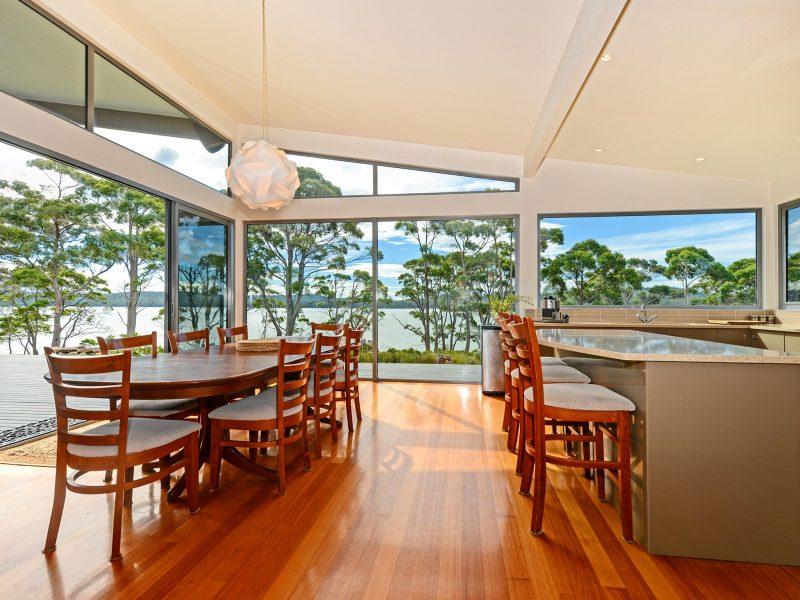 Cloudy Bay Lagoon Estate: internal dining area.