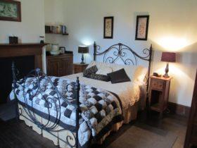 Main bedroom - Landfall Cottage