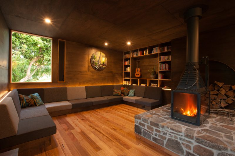 with a woodheater and plenty of room to sit together, read a book or play a game