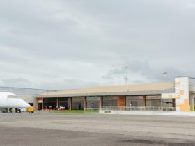 External image of Devonport Airport Arrivals terminal with arriving Qantas Link flight.