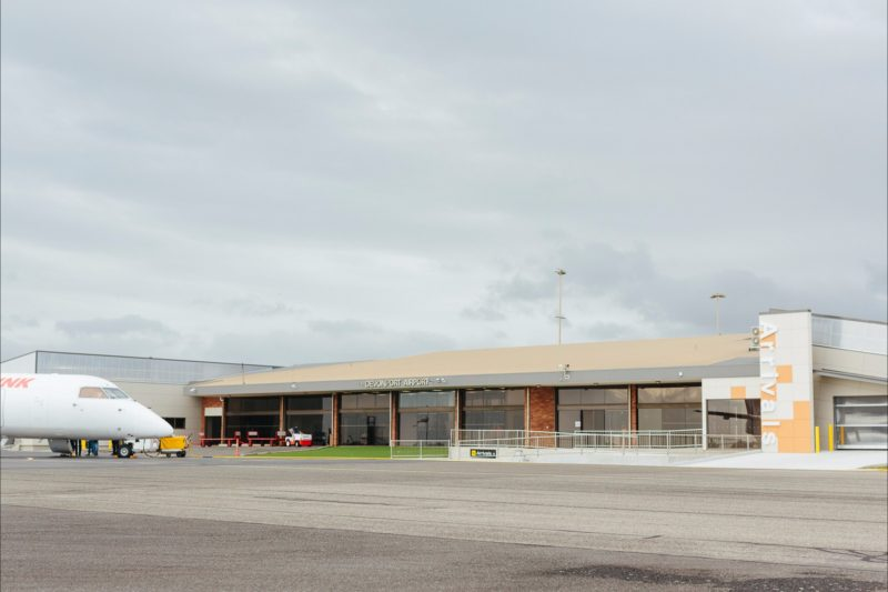 External image of Devonport Airport Arrivals terminal with arriving Qantas Link flight.
