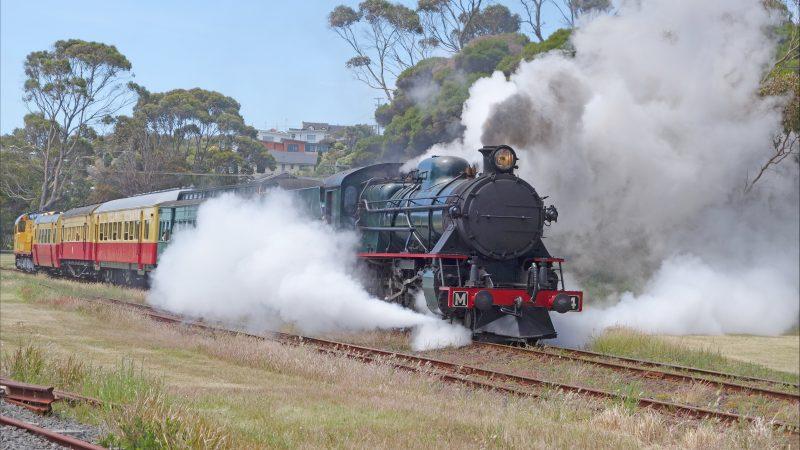 Steam Locomotive M4 Leaving Don Junction
