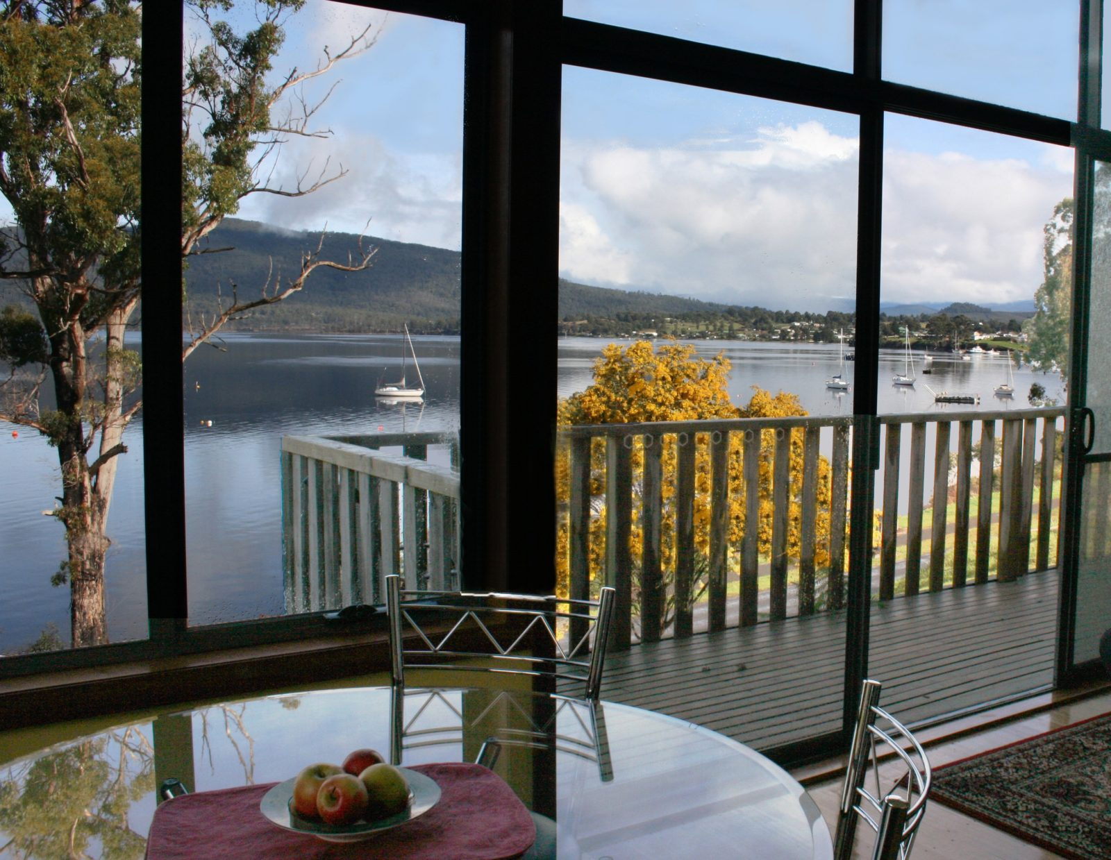 luxury waterfront accommodation Huon Valley Tasmania