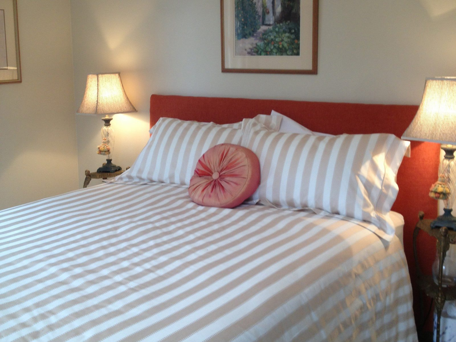 Queen Bedroom. Every Man and His Dog Vineyard Bed and Breakfast, Richmond Tasmania.