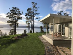 luxury waterfront accommodation tasmania